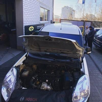 Карантин в стране, но автомобили все равно чинить надо. Продолжаем работать, для того что бы Ваши автомобили не подводили в такое тяжелое для всех время. ———————————- #планетадизель #opelcombo #dafcf85 #delphidieselservice #boschdieselservice #diesel #renaultkangoo #opelzafira #nissanxtrail #commonrail #автодизель #ремонтдизелей #tirservice #ремонтфорсунок #кременчуг #карантин #covid_19